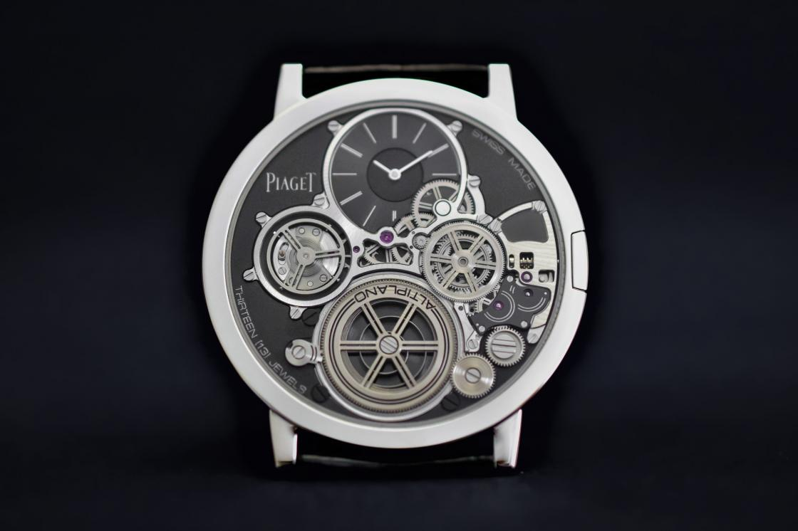 Piaget-Altiplano-Ultimate-Concept-thinnest-mechanical-watch-in-the-world-2mm-7.jpg