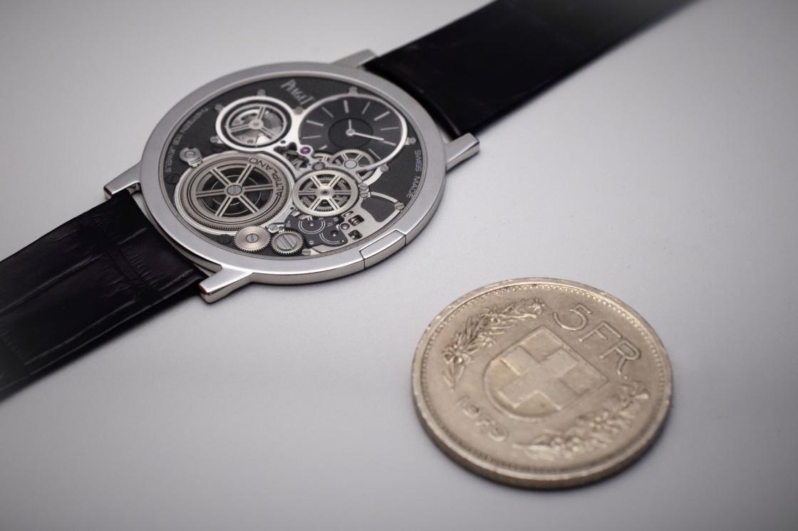 Piaget-Altiplano-Ultimate-Concept-thinnest-mechanical-watch-in-the-world-2mm-8.jpg