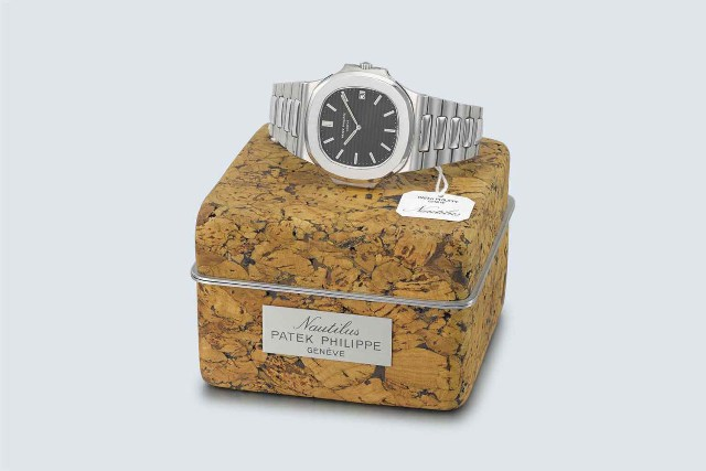 Patek Phillipe Nautilus 3700 Steel with cork box.jpg