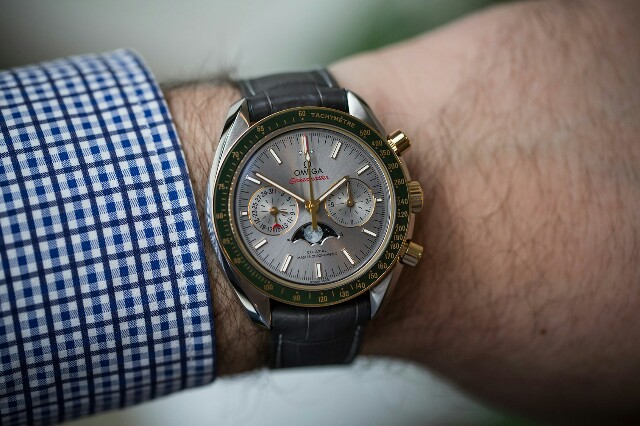 Omega-speedmaster-moonphase-gold-steel-3-640x426.jpg