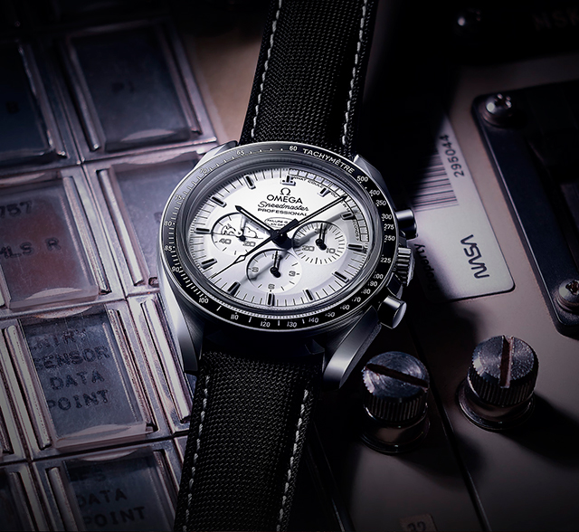 Speedmaster Apollo 13 Silver Snoopy Award новинка от Omega