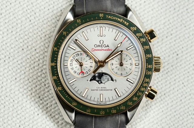 Omega-speedmaster-moonphase-gold-steel-6-640x424.jpg